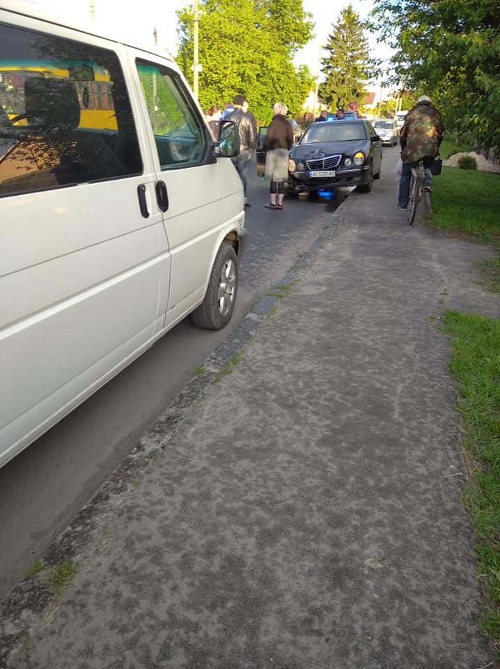 У Луцьку –  ДТП у районі Вишкова: не розминулися автомобілі (фото)