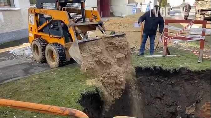 У Володимирі засипали провалля, де знайшли підвал XVIII століття (відео)
