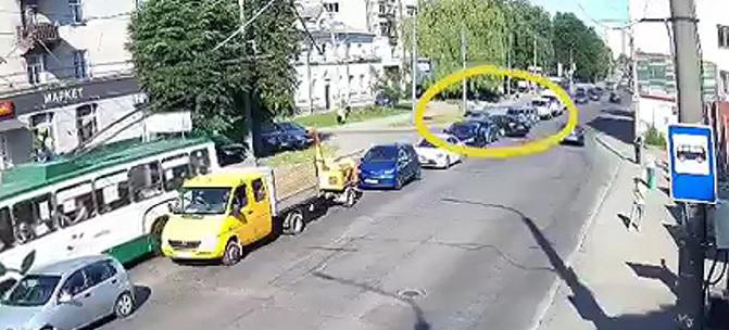 У Луцьку на Ковельській зіткнулись два «фольксвагени» (відео)
